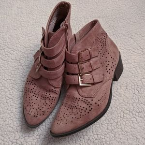 Vicka Booties by Soda size 7.5 LIKE NEW
